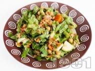 Рецепта Зелена сала с булгур, сурови тиквички и нахут и дресинг от зехтин и балсамов оцет